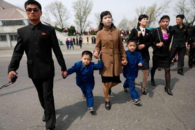 Giữa tâm bão, người dân Triều Tiên vẫn bình thản lạ thường - ảnh 8