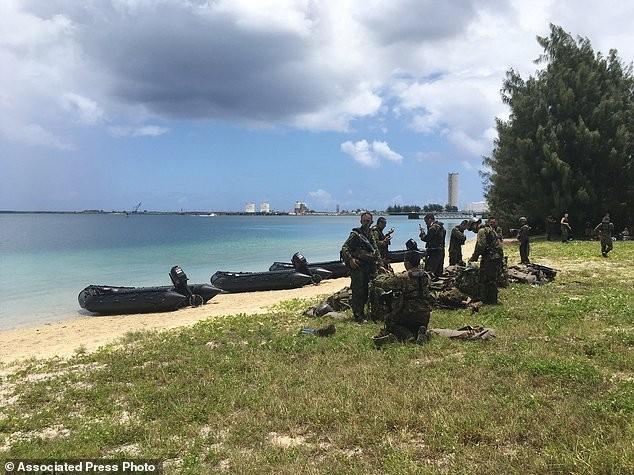 Xem lính Nhật Bản đổ bộ, đánh chiếm bờ biển - ảnh 9