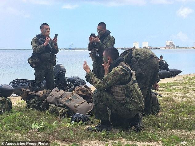 Xem lính Nhật Bản đổ bộ, đánh chiếm bờ biển - ảnh 10