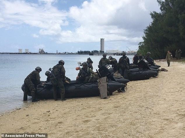 Xem lính Nhật Bản đổ bộ, đánh chiếm bờ biển - ảnh 11