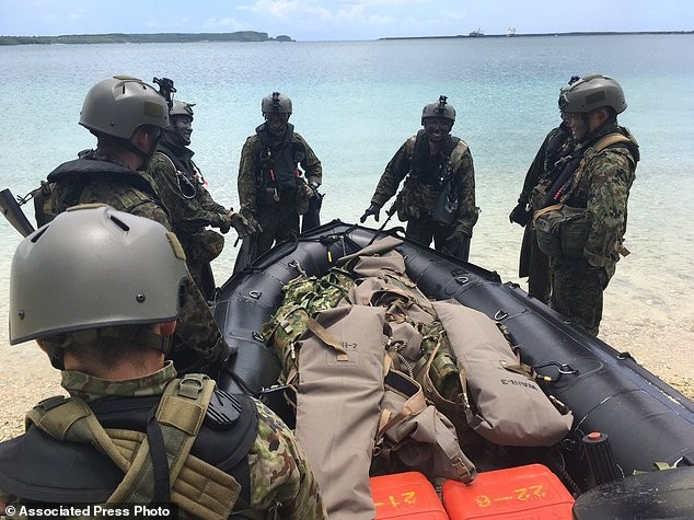 Xem lính Nhật Bản đổ bộ, đánh chiếm bờ biển - ảnh 12