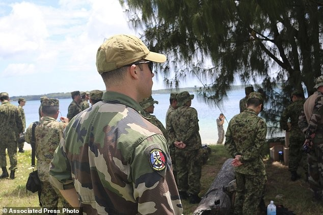 Xem lính Nhật Bản đổ bộ, đánh chiếm bờ biển - ảnh 1