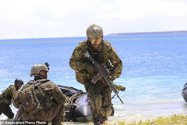 Xem lính Nhật Bản đổ bộ, đánh chiếm bờ biển - ảnh 2