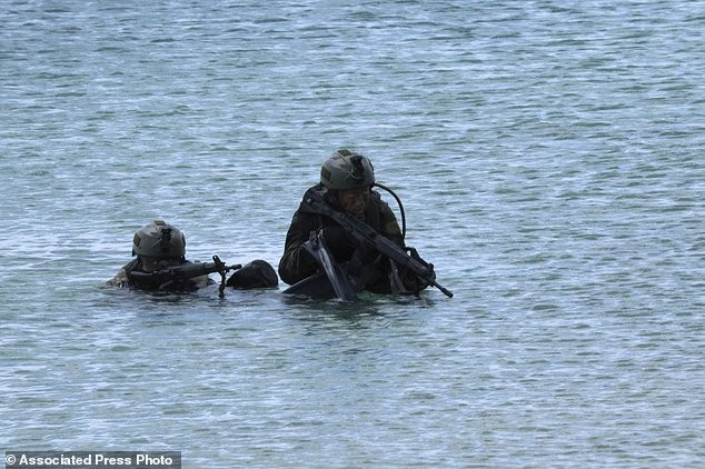 Xem lính Nhật Bản đổ bộ, đánh chiếm bờ biển - ảnh 7