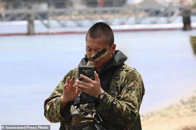 Xem lính Nhật Bản đổ bộ, đánh chiếm bờ biển - ảnh 8
