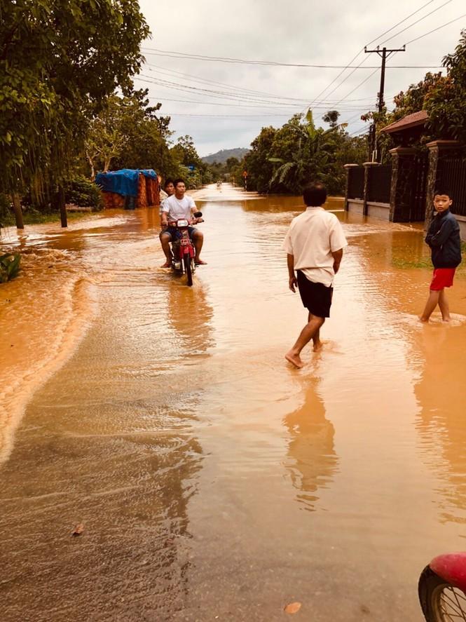 Thủy điện xả lũ, Đồng Nai gấp rút di dời hàng ngàn hộ dân - ảnh 2