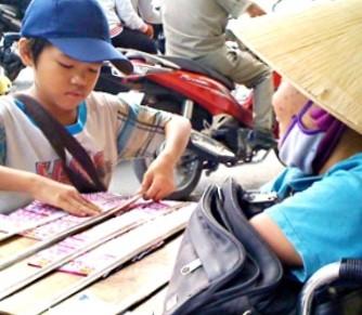 Người bán vé số ở Đồng Nai được hỗ trợ 900 ngàn đồng - ảnh 1