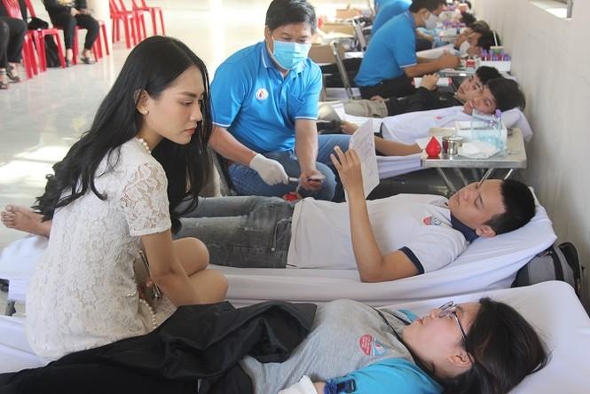 Người đẹp Nhân ái Huỳnh Nguyễn Mai Phương tham gia Chủ nhật Đỏ tại Đồng Nai - ảnh 5