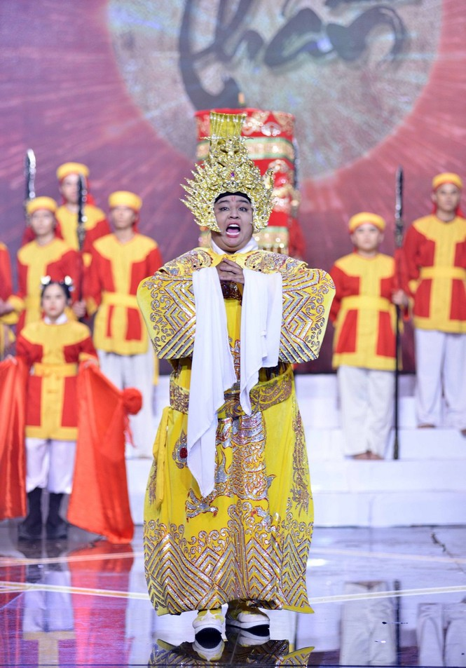 Quán quân Cười Xuyên Việt 2020 được gọi tên, NSƯT Hoài Linh bất ngờ xuất hiện trong chương trình - ảnh 3