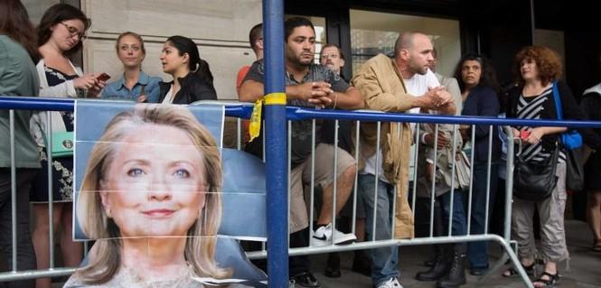 Người Mỹ xếp hàng dài trong lễ ra mắt sách của Hillary Clinton - ảnh 4