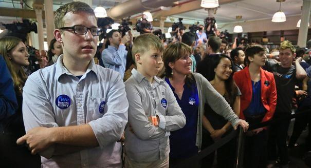 Người Mỹ xếp hàng dài trong lễ ra mắt sách của Hillary Clinton - ảnh 5