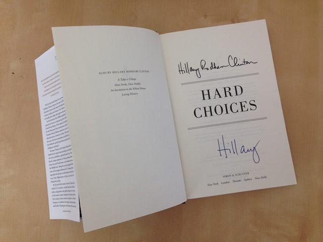 Người Mỹ xếp hàng dài trong lễ ra mắt sách của Hillary Clinton - ảnh 15