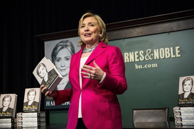 Người Mỹ xếp hàng dài trong lễ ra mắt sách của Hillary Clinton - ảnh 9