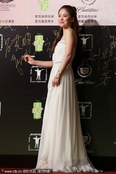 Song Hye Kyo, Củng Lợi, Ôn Bích Hà lộng lẫy trên thảm đỏ - ảnh 2