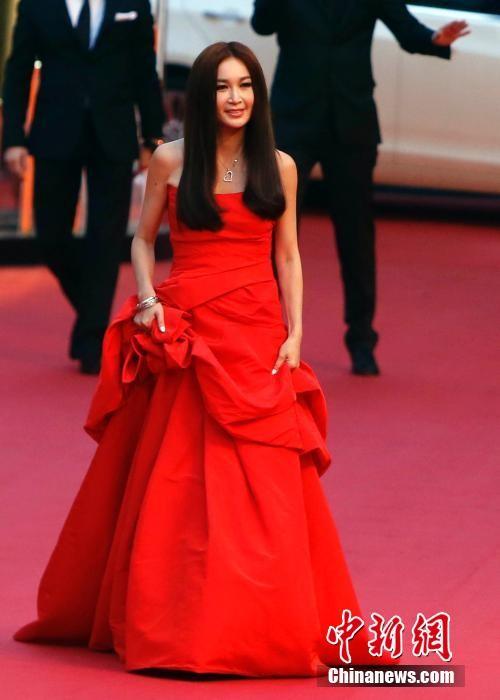 Song Hye Kyo, Củng Lợi, Ôn Bích Hà lộng lẫy trên thảm đỏ - ảnh 12