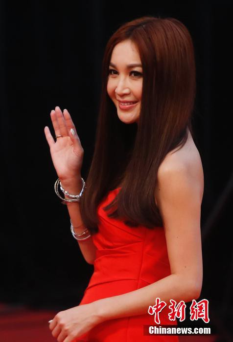 Song Hye Kyo, Củng Lợi, Ôn Bích Hà lộng lẫy trên thảm đỏ - ảnh 11