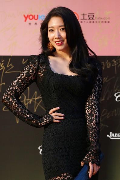 Song Hye Kyo, Củng Lợi, Ôn Bích Hà lộng lẫy trên thảm đỏ - ảnh 18