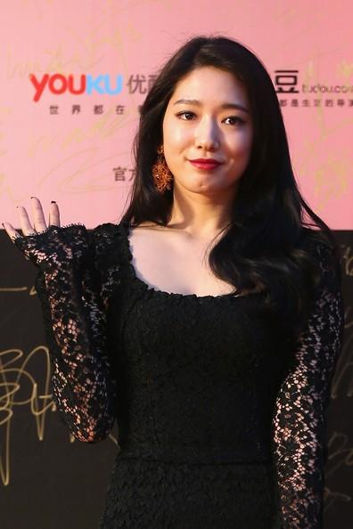 Song Hye Kyo, Củng Lợi, Ôn Bích Hà lộng lẫy trên thảm đỏ - ảnh 17