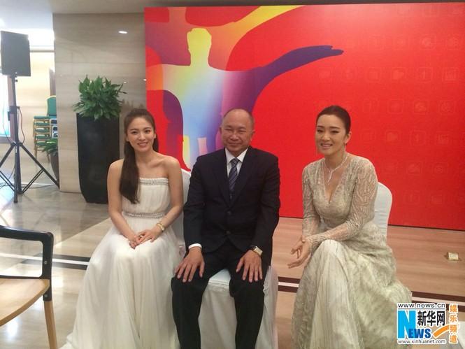 Song Hye Kyo, Củng Lợi, Ôn Bích Hà lộng lẫy trên thảm đỏ - ảnh 9