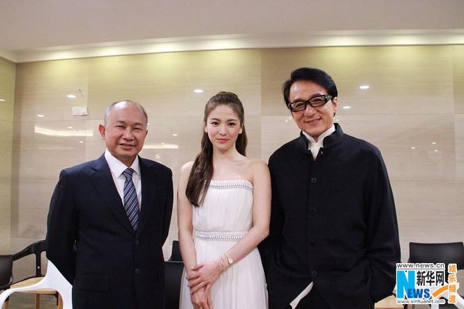 Song Hye Kyo, Củng Lợi, Ôn Bích Hà lộng lẫy trên thảm đỏ - ảnh 6