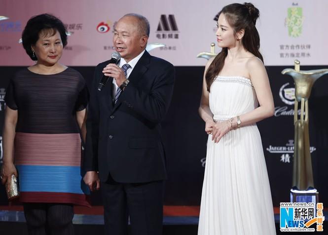 Song Hye Kyo, Củng Lợi, Ôn Bích Hà lộng lẫy trên thảm đỏ - ảnh 5