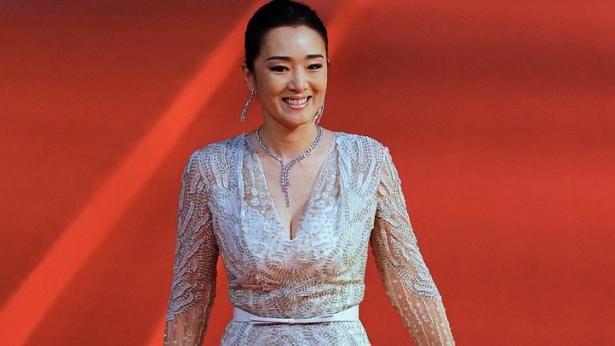 Song Hye Kyo, Củng Lợi, Ôn Bích Hà lộng lẫy trên thảm đỏ - ảnh 7