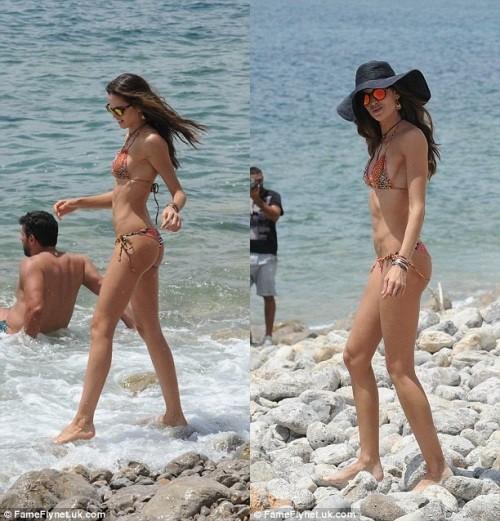 Siêu mẫu Brazil mặc bikini khoe dáng nuột trên bãi biển - ảnh 4