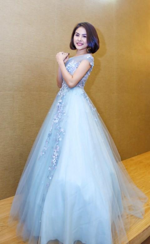 Vân Trang chi 6000 USD mua váy dự liên hoan phim tại Pháp - ảnh 1