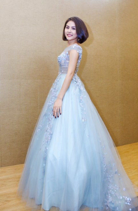 Vân Trang chi 6000 USD mua váy dự liên hoan phim tại Pháp - ảnh 5