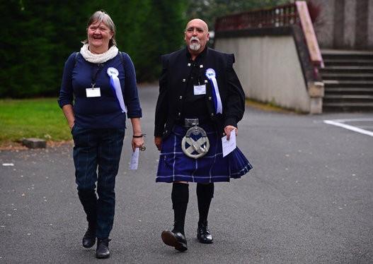 Dân Scotland đi bỏ phiếu cho 'bước ngoặt lịch sử' - ảnh 14