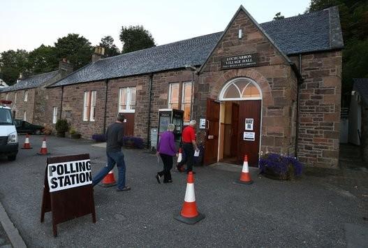 Dân Scotland đi bỏ phiếu cho 'bước ngoặt lịch sử' - ảnh 15