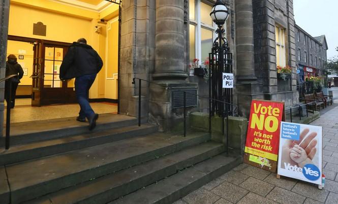 Dân Scotland đi bỏ phiếu cho 'bước ngoặt lịch sử' - ảnh 9