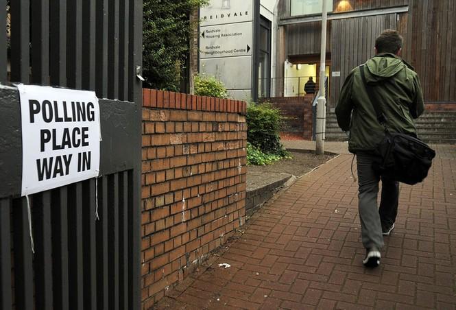 Dân Scotland đi bỏ phiếu cho 'bước ngoặt lịch sử' - ảnh 10