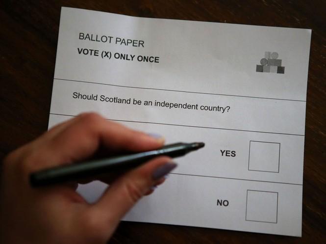 Dân Scotland đi bỏ phiếu cho 'bước ngoặt lịch sử' - ảnh 12