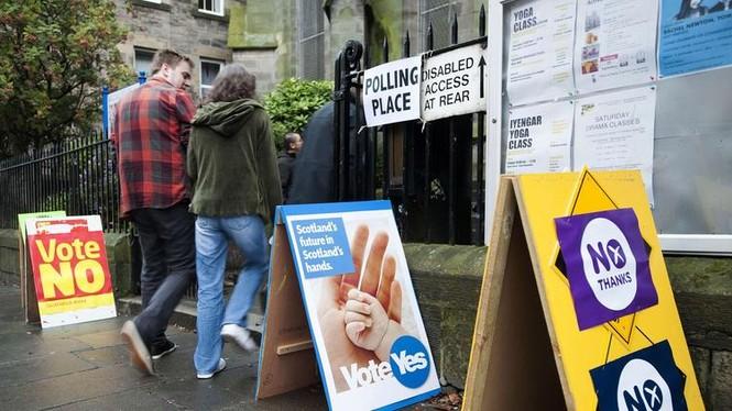 Dân Scotland đi bỏ phiếu cho 'bước ngoặt lịch sử' - ảnh 1