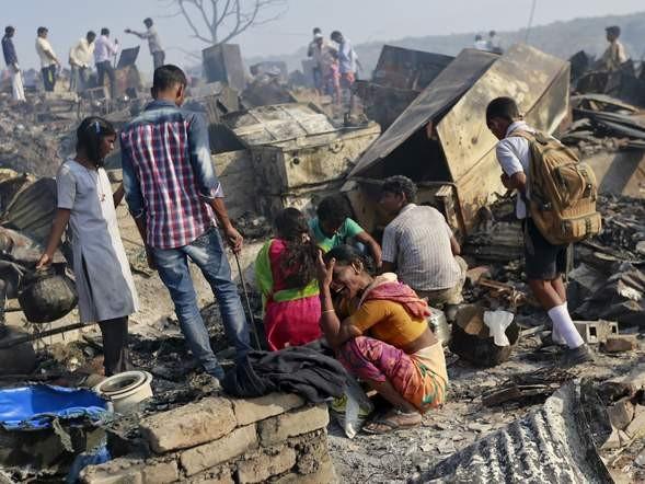 Bình gas phát nổ liên tiếp, 1.000 ngôi nhà chìm trong biển lửa - ảnh 8