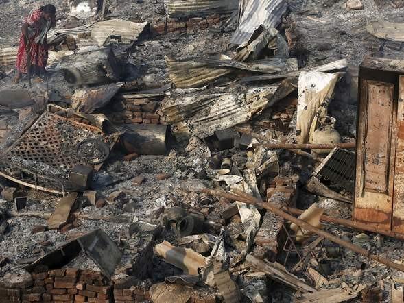 Bình gas phát nổ liên tiếp, 1.000 ngôi nhà chìm trong biển lửa - ảnh 7