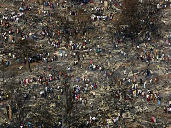 Bình gas phát nổ liên tiếp, 1.000 ngôi nhà chìm trong biển lửa - ảnh 6