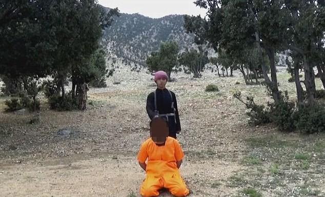 Ghê rợn chiến binh nhí IS xử bắn 'gián điệp' Taliban - ảnh 1