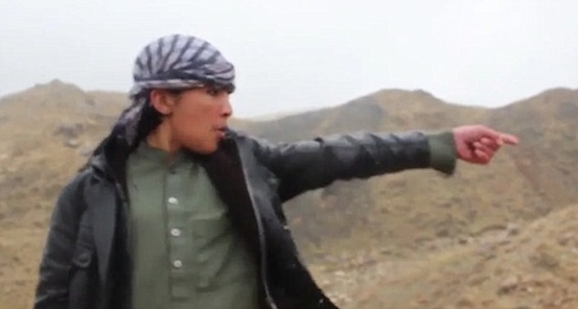 Ghê rợn chiến binh nhí IS xử bắn 'gián điệp' Taliban - ảnh 5