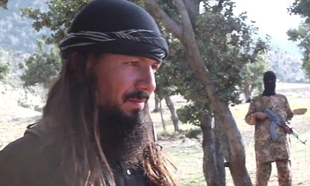 Ghê rợn chiến binh nhí IS xử bắn 'gián điệp' Taliban - ảnh 4