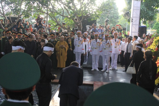 Đại tướng Lê Đức Anh an nghỉ cùng đồng đội tại Nghĩa trang Thành phố Hồ Chí Minh - ảnh 6