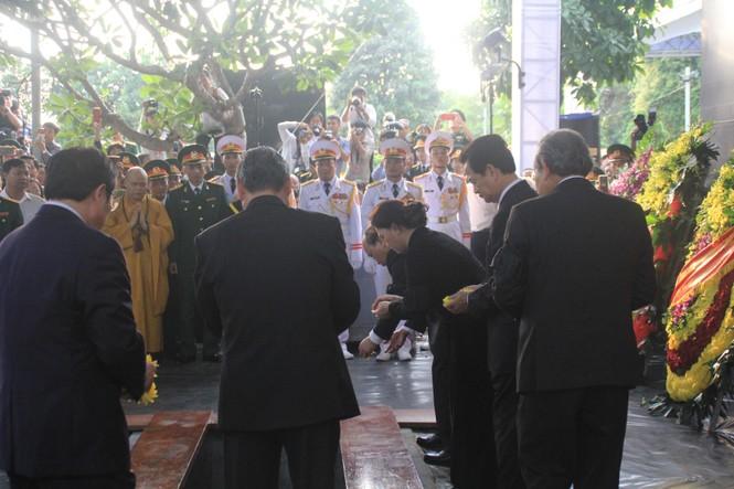 Đại tướng Lê Đức Anh an nghỉ cùng đồng đội tại Nghĩa trang Thành phố Hồ Chí Minh - ảnh 7