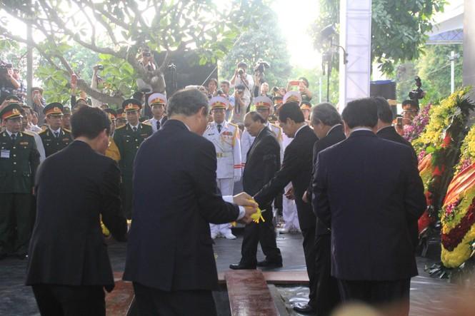 Đại tướng Lê Đức Anh an nghỉ cùng đồng đội tại Nghĩa trang Thành phố Hồ Chí Minh - ảnh 9