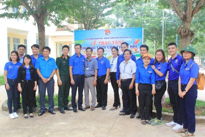 Bí thư T.Ư Đoàn thăm, tặng quà chiến sỹ Mùa hè xanh tại Bình Phước - ảnh 4