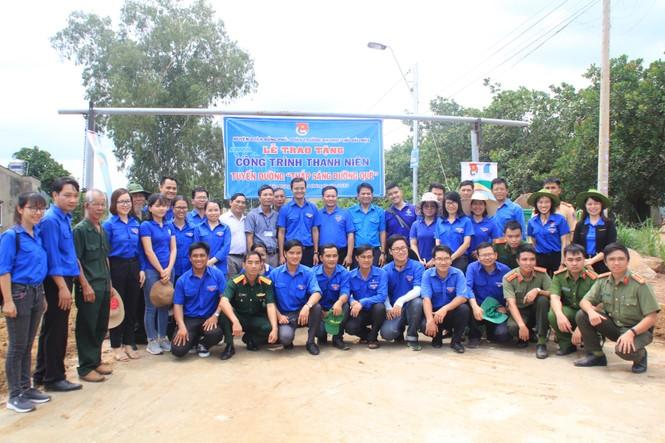 Bí thư T.Ư Đoàn thăm, tặng quà chiến sỹ Mùa hè xanh tại Bình Phước - ảnh 8