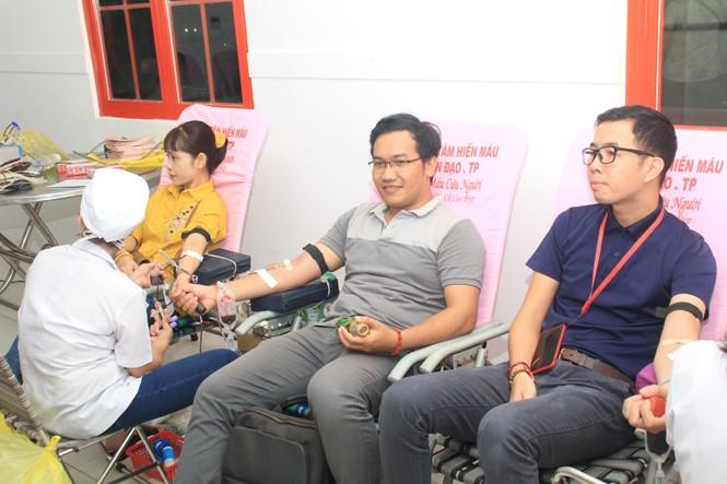 Tiếp nhận 450 đơn vị máu tại ngày hội