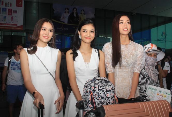 Fan vây kín Top 3 Miss World Việt Nam ở sân bay Tân Sơn Nhất - ảnh 1