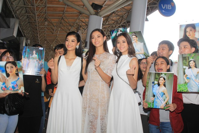 Fan vây kín Top 3 Miss World Việt Nam ở sân bay Tân Sơn Nhất - ảnh 2