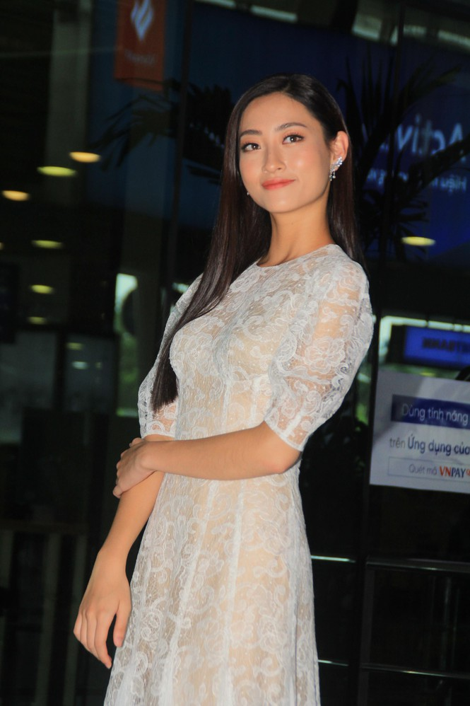 Fan vây kín Top 3 Miss World Việt Nam ở sân bay Tân Sơn Nhất - ảnh 10
